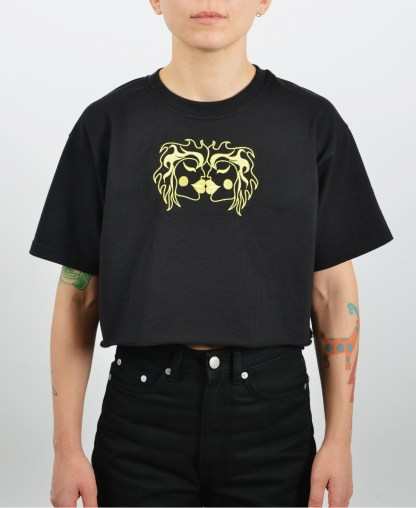 Embroidered-kissing-cropped-black-t-shirt